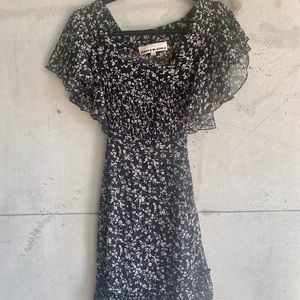 ☀️2 for $20☀️ Boho flutter sleeve floral dress